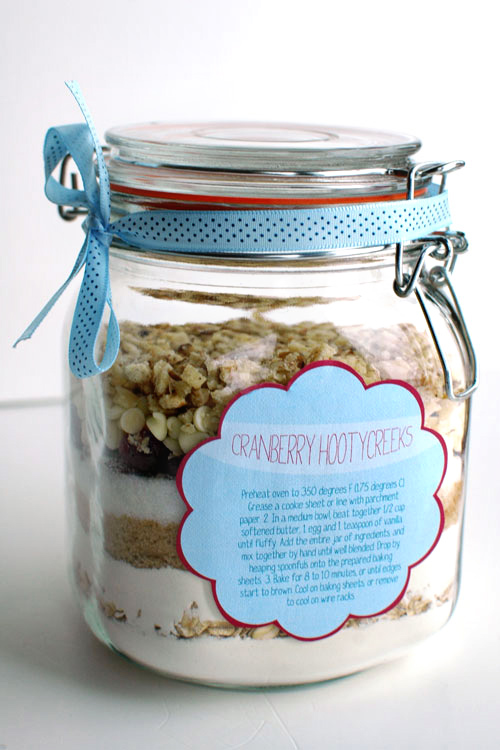 7 creative diy wedding favors keestone events cookies in a jar solutioingenieria Choice Image